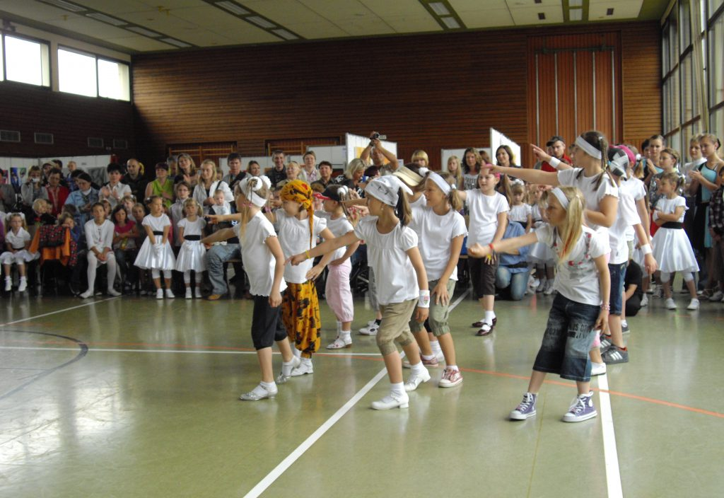 Jahr 2010. Kindertanzclub bravO