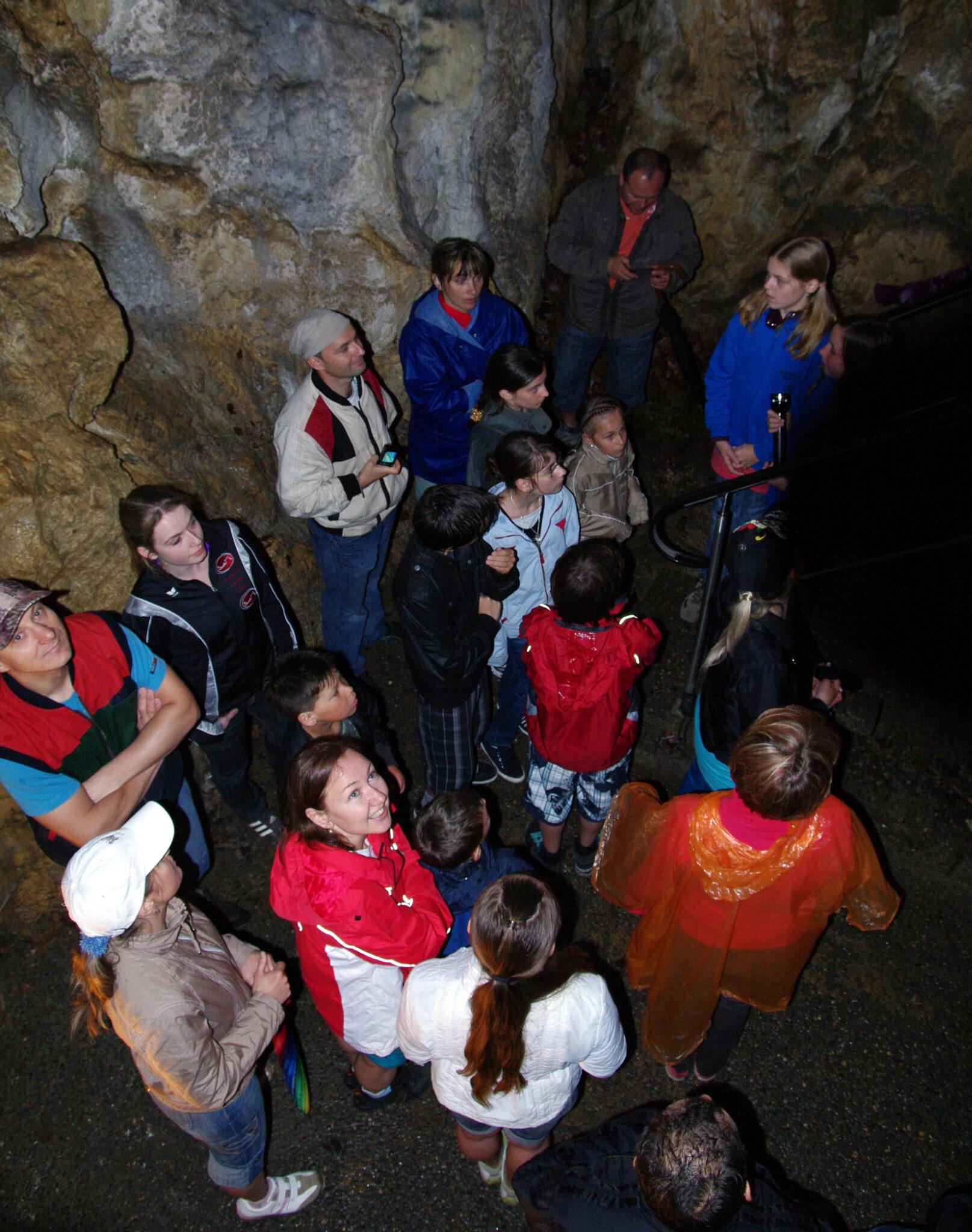 Jahr 2011. Kindertanzclub bravO. Ausflug nach Kolbingen Tropfsteinhöhle