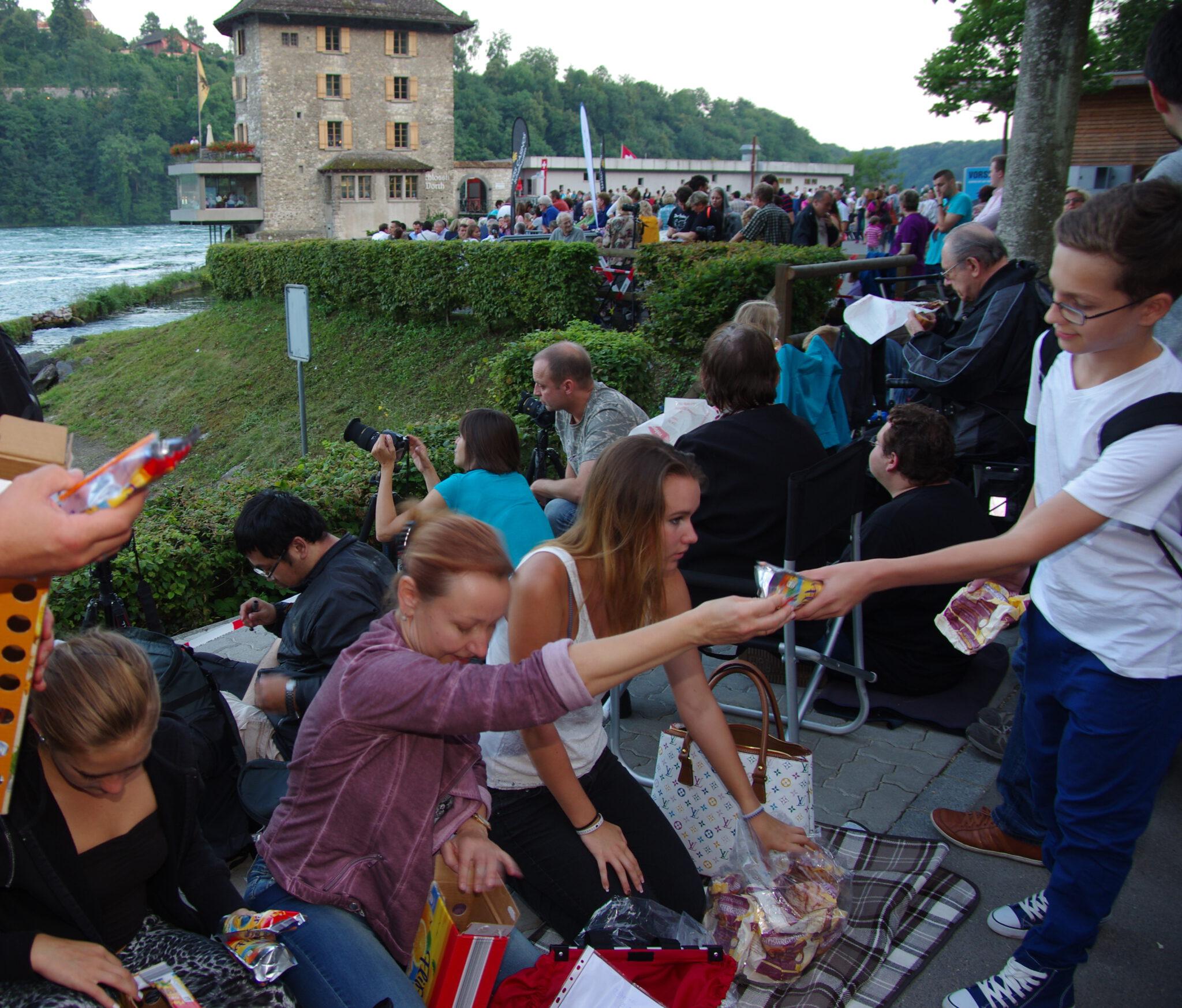 Jahr 2014. Kindertanzclub bravO. Ausflüg zum Rheinfall.