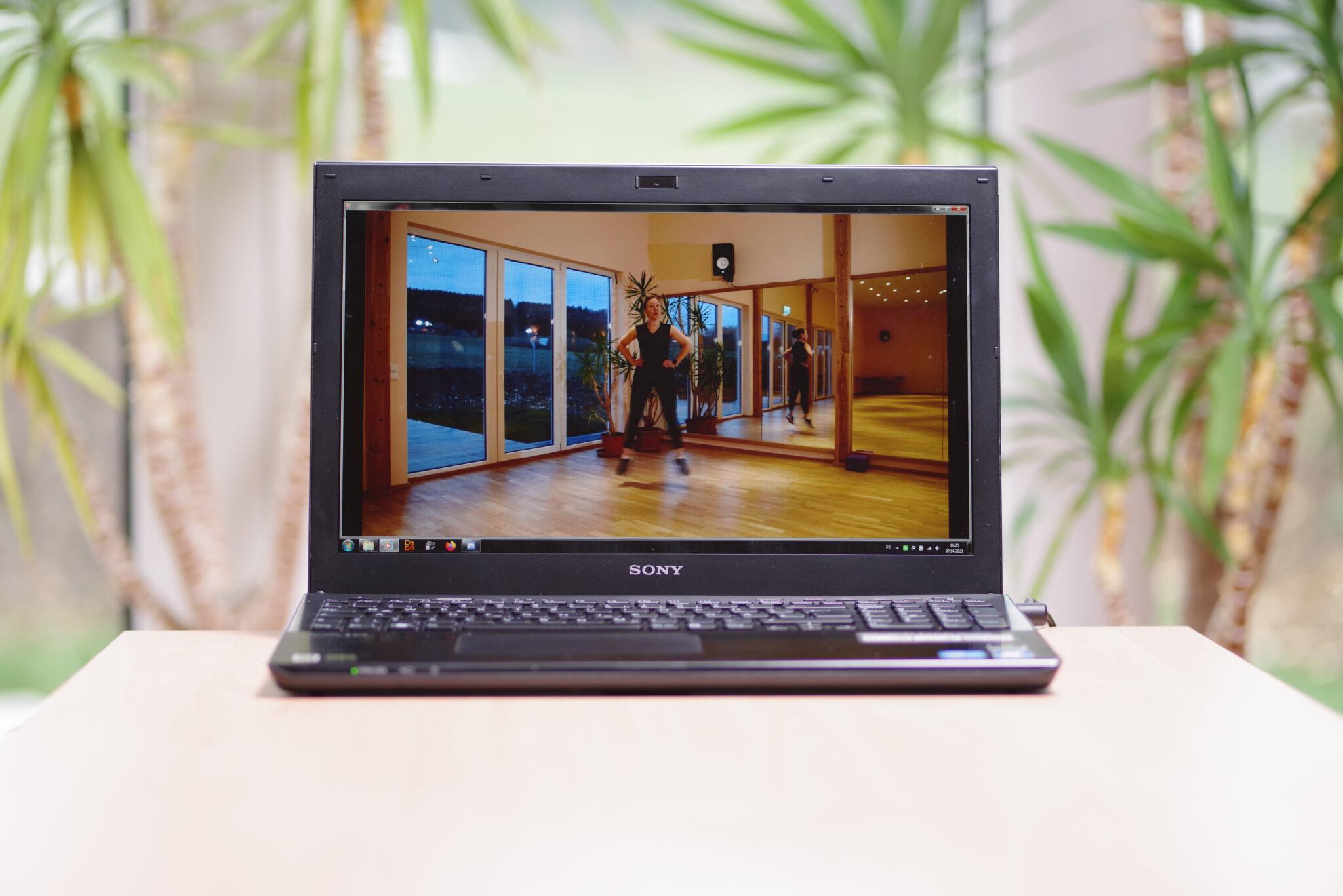 Computer mit laufendem Online-Training